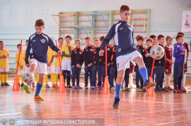 Севастопольским школам №№ 45, 15, 9 и СевГУ вручены сертификаты на получение спортивного инвентаря
