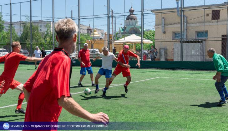 ban 9337 729x420 - «Штаб ЧФ» и «Зенит» - победители Турнира города Севастополя среди ветеранов 40+ и 50+ по мини-футболу