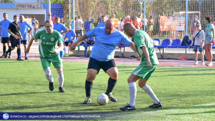 Севастопольские Патриот и Зенит сыграют в финале турнира среди ветеранов ВС по мини-футболу