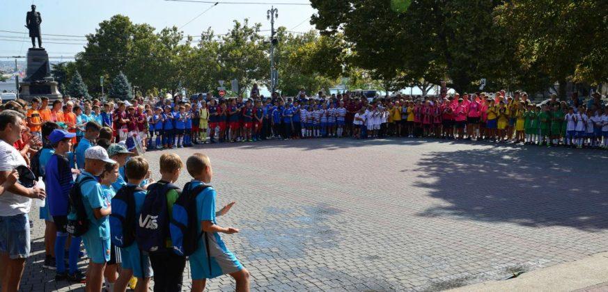 dsc 6212 873x420 - Севастопольские юные футболисты получили традиционное напутствие перед началом нового сезона