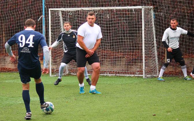 0cllpiunvly 672x420 - Стартовал восьмой «Кубок Федерации футбола Севастополя по мини-футболу памяти С.В. Дёмина»