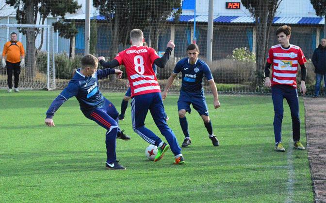 dwauxfoezsw 672x420 - Стартовал восьмой «Кубок Федерации футбола Севастополя по мини-футболу памяти С.В. Дёмина»