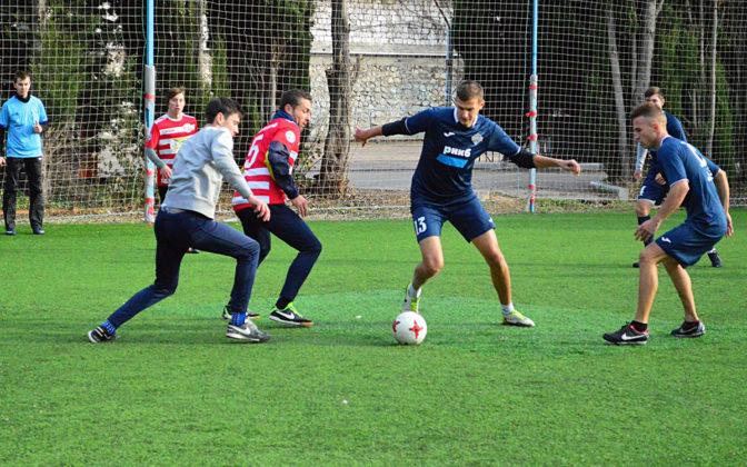 gkqz34kt4dk 672x420 - Стартовал восьмой «Кубок Федерации футбола Севастополя по мини-футболу памяти С.В. Дёмина»