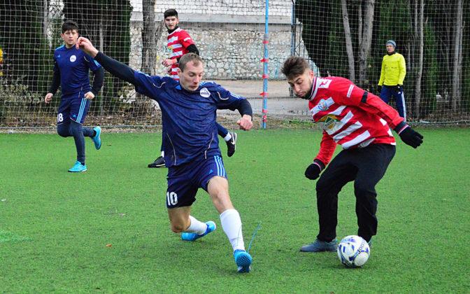 ljqczeftwru 672x420 - Стартовал восьмой «Кубок Федерации футбола Севастополя по мини-футболу памяти С.В. Дёмина»