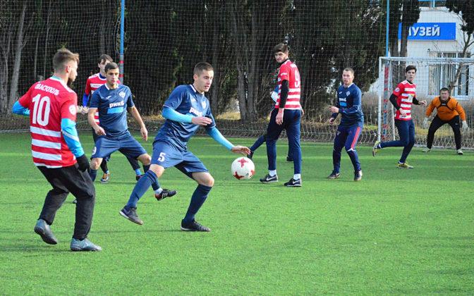 vfoceww2ci0 672x420 - Стартовал восьмой «Кубок Федерации футбола Севастополя по мини-футболу памяти С.В. Дёмина»