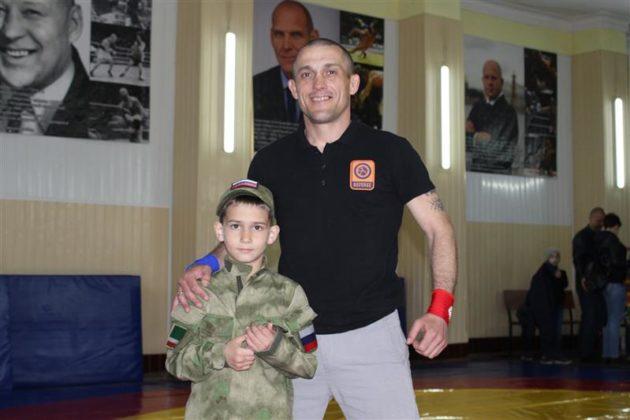 Военнослужащие севастопольского специального моторизированного полка Росгвардии организовали и провели спортивный праздник для юных земляков