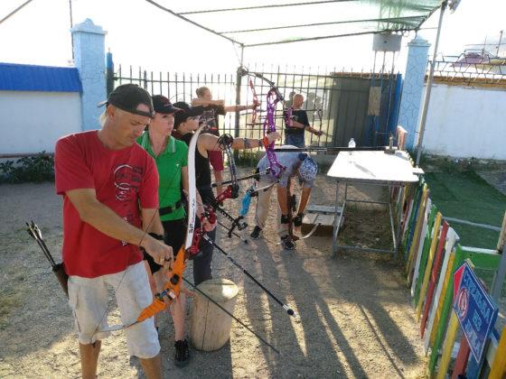 08 09 2019 luchniki 17 560x420 - Севастопольские лучники вернулись с медалями с турнира по 3D стрельбе