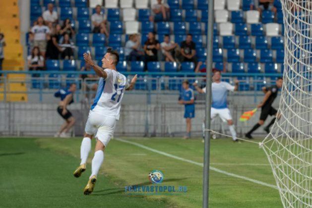 ФК «Севастополь» выходит на первое место в Премьер-лиге КФС