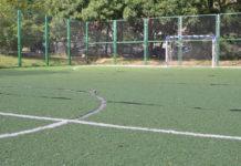 Футбольная площадка в Балаклаве трещит по швам